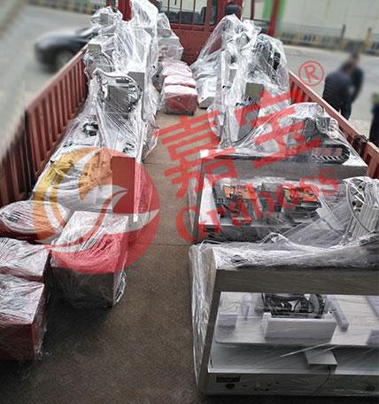上海客户一批全自动打螺丝机交货