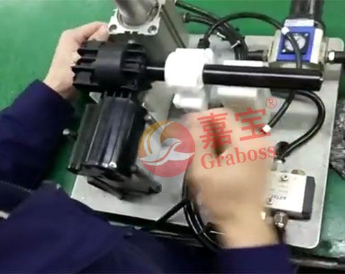 坐标式拧螺丝机锁空调配件-蒸发风机样品图